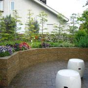 外構・エクステリア工事施工例 化粧ブロックによる宿根草の花壇