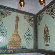 Wandbilder im Außenbereich des Café Nofara