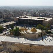 Regierungsgebäude und Hamam
