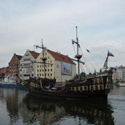 Hafenrundfahrt vor dem Krantor