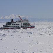 eine Fahrt mit dem Eisbrecher im zugefrorenen Pacific