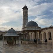 Innenhof der Moschee mit folgenden Ansichten
