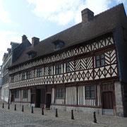 Fachwerkhaus aus dem 16. Jahrhundert am Hafen von Valery
