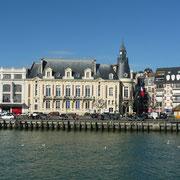 Flusslauf zwischen Deauville und Trouville - Flut