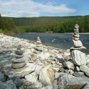 Zeitvertreib mit dem Bau von Steinmännchen