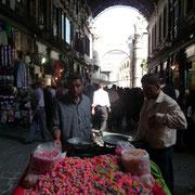 Straßenverkauf im Suq Hamidiye
