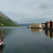 der Fjord mit Häuserzeile