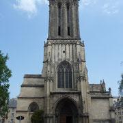 ... in Caen eine weitere Kirche ...