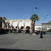 Platz vor der Omaijadenmoschee | links Suq - recht Omaijadenmoschee