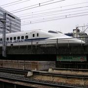 einer der vielen Shinkansen