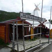 Souvenirläden an der Straße nach Narvik