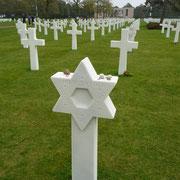 ein Soldatenfriedhof zur Mahnung | mit bekannten Toten