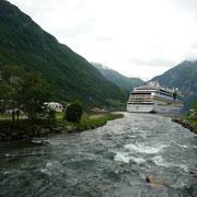der Zufluss in den Fjord | die Schrauben sind nicht an