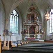... der Kirche ... der Altarraum ...