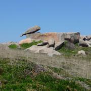 an der Côte de Granit Rose | ein markanter Stein an der Küste