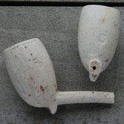 Twee kleine Modellen Izabe, gevonden in zelfde Goudse stort als de 'Arie Glas' van hierboven.  ca 1870. Merk Koning David