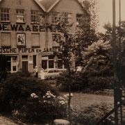 Foto (van de hoofdingang ?!) van de fabriek aan het Jaagpad, collectie Streekarchief (*1)