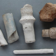 Steel fragmenten en een hielfragment van presentatie pijpen