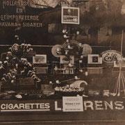 Etalage van een Tabakszaak in Gouda, collectie Streekarchief (*1)