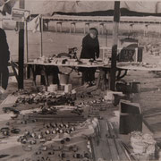 Kraam met pijpen en stroopwafels op het ijs, Gouda 1950