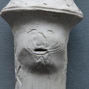 Dergelijke puntneus gezichten waren vooral in de 16e eeuw erg populair en zijn als versiering op kruiken, de voorlopers van de bekende 'baardman' kruiken
