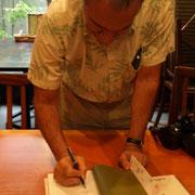 『自分でビールを造る本』にサインをいただきました