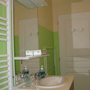 la salle de bains du Gite des Tournesols - aux Gites des Camparros à Nailloux