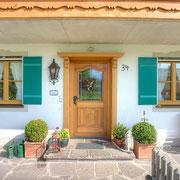 Kombination Holz-Alu Fenster & Türe Lärche