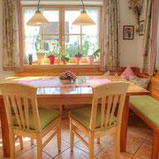 Esstisch Birnbaum & Stühle in Ahorn