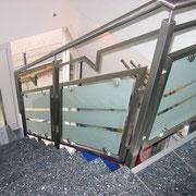 Edelatahl-Treppengeländer  mit Glas-