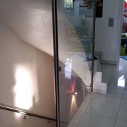 Treppenaufgang Edelstahl mit Glas