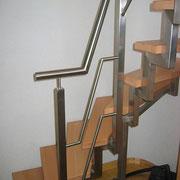 Edelstahltreppe  und Holzstufen