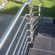 Edelatahl-Treppengeländer außen