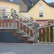 Edelstah-Terrassengeländer mit Tor in Verbindung mit Holz