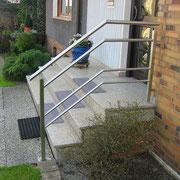 Edelstahl-Treppengeländer außen  Hauseingang