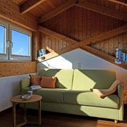 Dachzimmer FeWo 4 mit Schlafsofa und Rundumblick