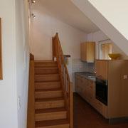 Küche FeWo 4 mit Aufgang zum Dachzimmer
