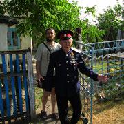 Пивоваров возле совего куреня, встречает гостей 6 августа 2011 года ст. Кривянская.