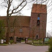 Schiefer Kirchturm Suurhusen - Foto: optikorakel