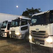 夕方の大型トラック