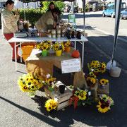 Ländliche Floristik am Marktstand