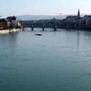 Rheinbrücke und Personen Fähre