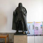 Das Bach Denkmal in der Georgenkirche.