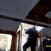 """Der Bootsführer blast ins Horn und erzeugt das """"Echo vom Königssee"""" das zweite......."""