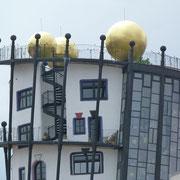 Hunderwasserhaus