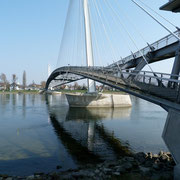 Die Zwei Länder Brücke eine Fußgänger Brücke sie verbindet Deutschland und Frankreich.