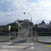 Der Mozartsteig über die Salzach in die Altstadt von Salzburg