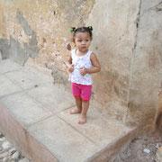 Ein süßes Cuba Kind in Trinidad