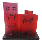 Vue de face PLV pour Cabaille et ses rouges à lèvres