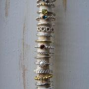 Silber- und Goldringe mit diversen Steinen